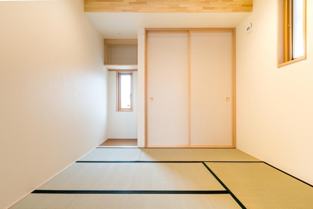 リビングとの続きにシンプルな和室