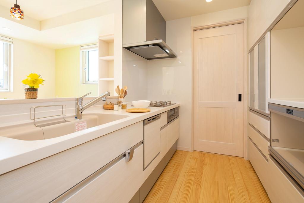 機能的な対面キッチンは収納がたっぷり