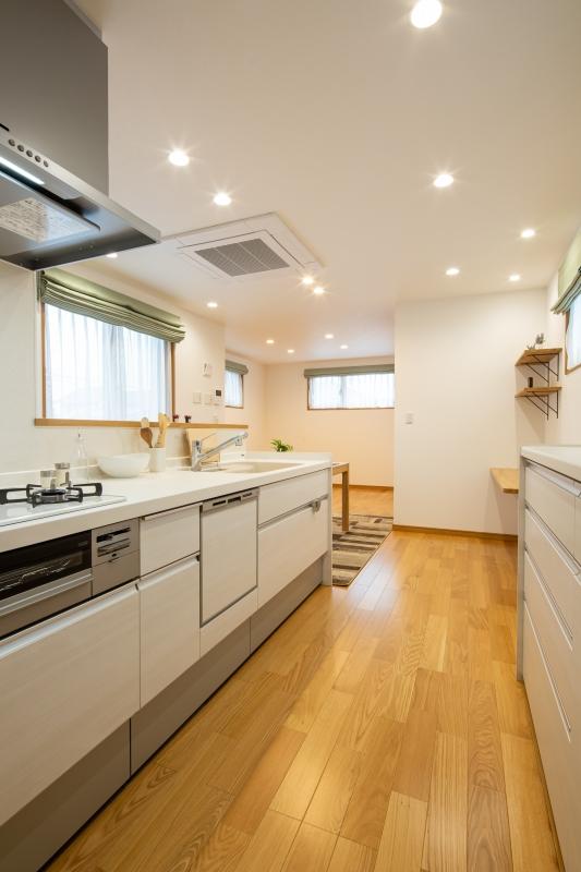 お子様を見守る開放的なキッチン